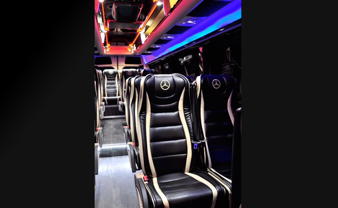 Mercedes_Sprinter_Limousine_Service_Zurich_mit_Fahrer_Kleinbus_mit_Chauffuer_55